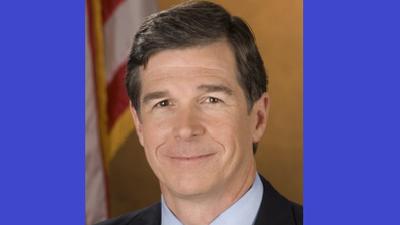 Gobernador de Carolina del Norte firma Orden Ejecutiva para mejorar condiciones de trabajo para personas con discapacidad