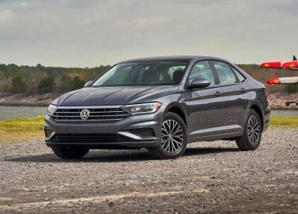 """<h3 class=""""cms-H3-H3""""><b>Volkswagen Jetta</b></h3> <br> <br> <b>Precio promedio: </b>10,634 dólares <br> <b>Porcentaje promedio por debajo del valor de mercado: </b>10.7% <br> <b>Ahorro promedio: </b>1,228 dólares"""