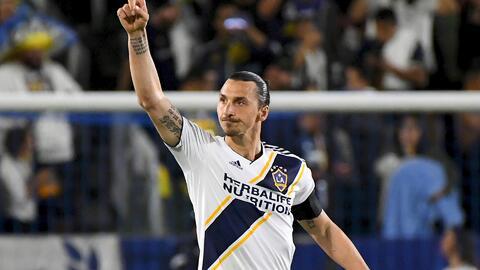 Zlatan, 'rey de la selva' y con doblete lleva al Galaxy a triunfo sobre Philadelphia Union