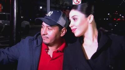 Captan a la esposa de 'El Chapo' tomándose 'selfies' afuera de la corte