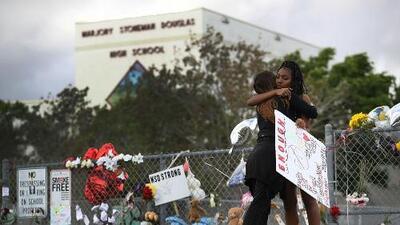 Tres oficiales más de Broward no habrían respondido al tiroteo en la escuela en Parkland, según CNN
