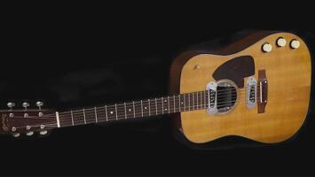 La venta de una guitarra alcanza el precio récord de 6 millones de dólares, te contamos a quién pertenecía
