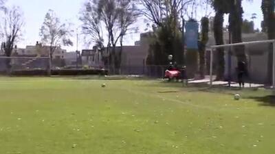 Marchesín hace espectacular atajada de 'escorpión'