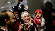 La Casa Blanca da marcha atrás en su decisión sobre la cuota de refugiados y dice que Biden la elevará el 15 de mayo