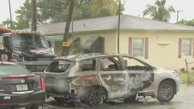 En video: prende fuego a un auto en el noroeste de Miami