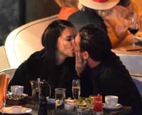 A escondidas: así se besa Adriana Lima una semana después de su divorcio