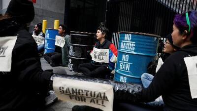 Habitantes de California se oponen con manifestaciones a redadas de ICE
