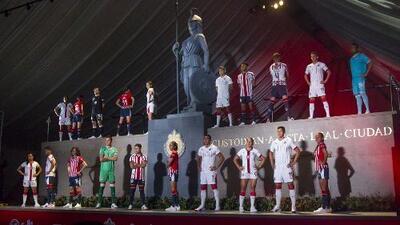 Chivas reveló sus nuevos uniformes
