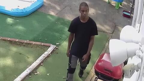 Buscan a presunto ladrón en serie que entra por las ventanas a viviendas de Queens