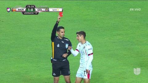 ¡Expulsión! El árbitro saca la roja directa a Isaác Brizuela
