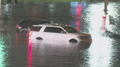 Casi 100 rescates, la cifra que dejan las inundaciones en el condado Harris por los incesantes aguaceros