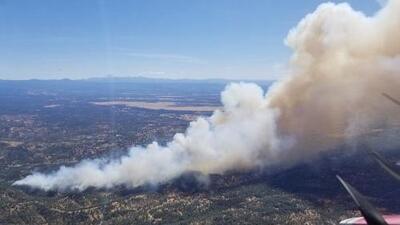 Evacúan el colegio comunitario Shasta debido a un incendio forestal al noreste de Redding