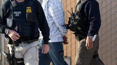 Demandan la política nacional de deportaciones aceleradas de Donald Trump