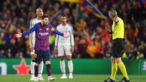 """La bronca de un árbitro: """"¡Messi, muéstrame respeto!"""""""