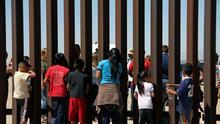 Gobierno de Biden no cerrará albergues de niños migrantes en Texas pese al pedido de Abbott de suspender sus licencias