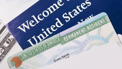 Usar beneficios públicos podría ser motivo para negar la residencia a inmigrantes legales de aprobarse una polémica regla