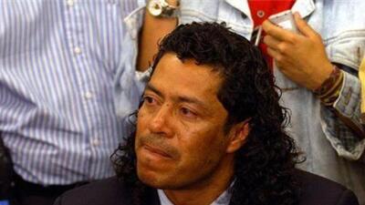 René Higuita defiende a pareja homosexual que se dio un beso en las gradas