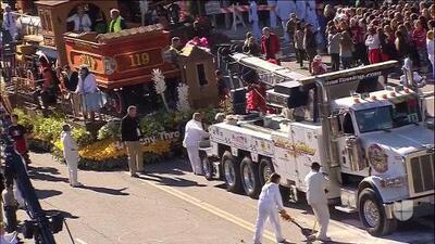 Carro alegórico se accidentó en pleno recorrido del Desfile de las Rosas