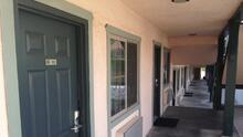 Sacramento mantendrá tres moteles para albergar a personas sin hogar