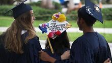 Florida permitirá que estudiantes de último año de secundaria se gradúen sin presentar exámenes estatales