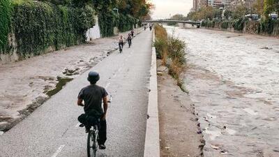 En este río que los santiaguinos despreciaban, pronto existirá una de las mejores ciclovías de América Latina