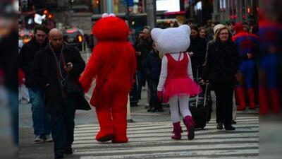 Acusan al Elmo de Times Square de agresión sexual hacia una menor