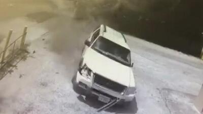 Por escapar de la escena de un accidente, este conductor perdió el control de su auto y murió
