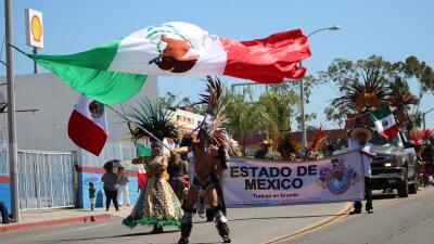 Celebran la independencia de México con un colorido desfile