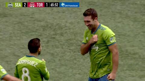 Con bella jugada colectiva Will Bruin quema las redes, Seattle 2-1 Toronto FC