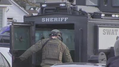 Esto es lo que se sabe del tiroteo en Aurora, Illinois, que dejó cinco personas muertas y varios heridos