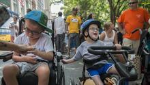Ser padre de un niño con discapacidades significa luchar por su lugar en el mundo todos los días