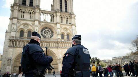 Imágenes desde Notre Dame, donde la policía disparó contra un atacante
