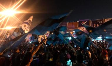 Querétaro y Chivas protagonizan un colorido duelo en el Estadio Corregidora