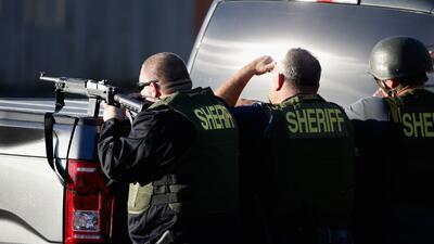 Mueren dos sospechosos de la masacre en San Bernardino