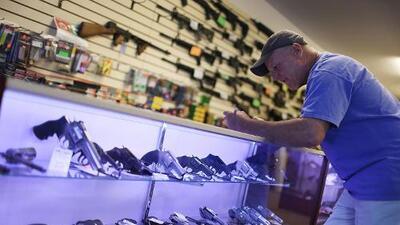 Nueva ley en California bloqueó 100 compras de municiones durante su primer mes en vigor