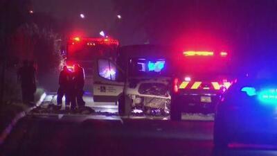 Un hombre muere luego de que su auto se prendiera en llamas tras un choque