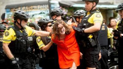 Marcha de extremistas de derecha termina con arrestos y heridos en Portland