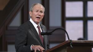 """Bush pide legalización """"gradual"""" para 11 millones de indocumentados y se opone a una amnistía"""