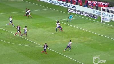 ¡Lucero se quedó a centímetros del gol!