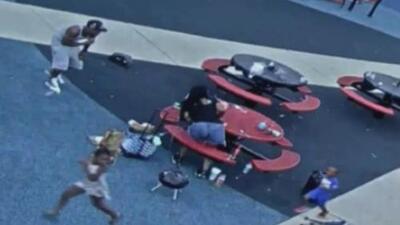 En video: Niños huyen de un parque infantil cuando varios pistoleros abrieron fuego