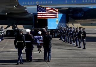 De Houston a Washington DC: el último vuelo de George H. W. Bush en el Air Force One (fotos)