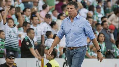 Siboldi renunció a Santos luego de llegar a los golpes con Alcoba