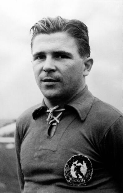 Ferenk Puskas (Hungría) - Ícono del fútbol mundial, recordado por la mas antigua afición del Real Madrid por su gran capacidad de jugar al fútbol y marcar goles.