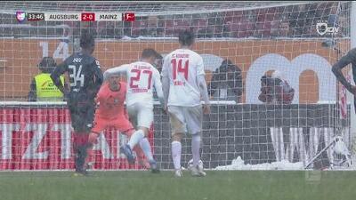¡VAR y penal! Finnbogason repite la dosis: Augsburgo 2-0 Mainz 05