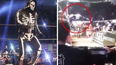 El accidente del luchador 'La Parka' al lanzarse desde el ring y golpearse contra una valla de contención
