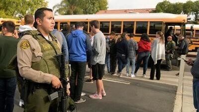 """""""No deberíamos temer por la vida de nuestros hijos cuando los dejamos en la escuela"""", asegura el gobernador de California"""