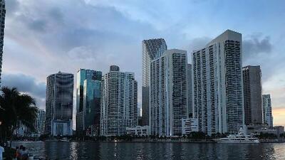 Calor y probabilidad de chubascos, el pronóstico para la noche de este jueves en Miami