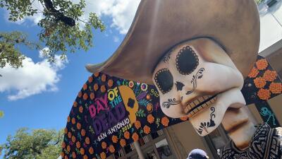 Esta es la estatua de Selena de 10 pies de altura que debes visitar durante el Día de los Muertos en San Antonio