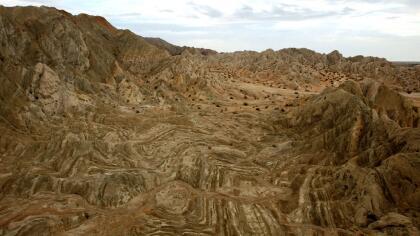 El choque de placas tectónicas crea este tipo de superficies en la comunidad de Mecca, en el extremo sur de la falla de San Andrés.