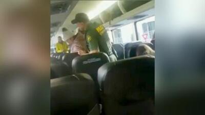 """""""Iban asiento por asiento pidiendo la identificación"""": Joven que grabó a agentes fronterizos en un autobús en Florida"""
